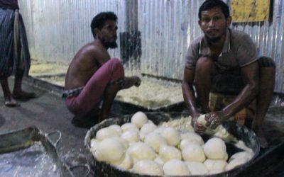 নোয়াখালীতে অস্বাস্থ্যকর নোংরা পরিবেশে তৈরী হচ্ছে লাচ্ছা সেমাই