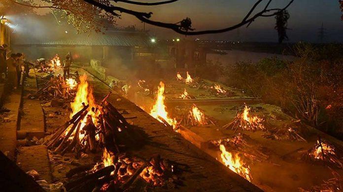 মরদেহ দাহের জায়গা নেই শ্মশানে,করোনায় মৃত্যুপুরী দিল্লি।